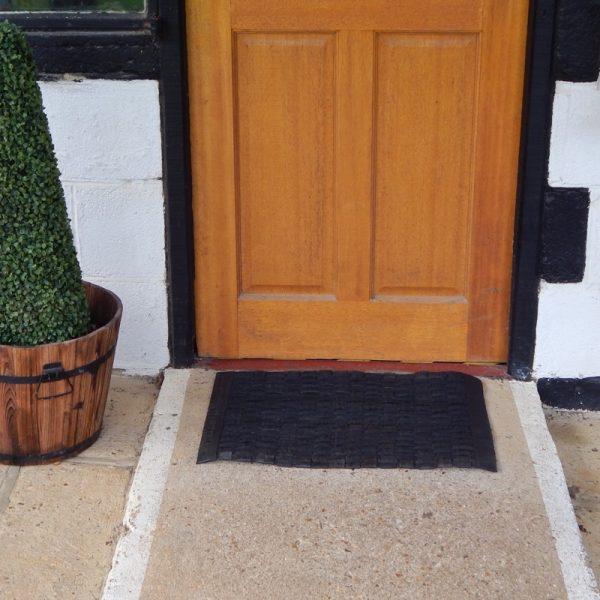 recycled tyre door mat